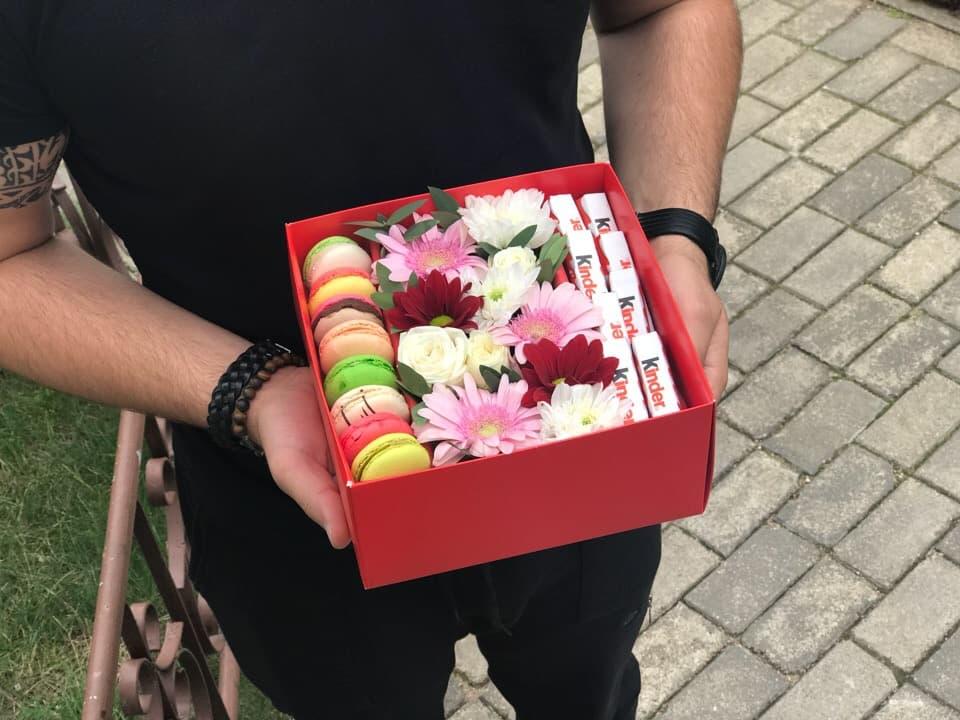 Цветы в подарочных коробках