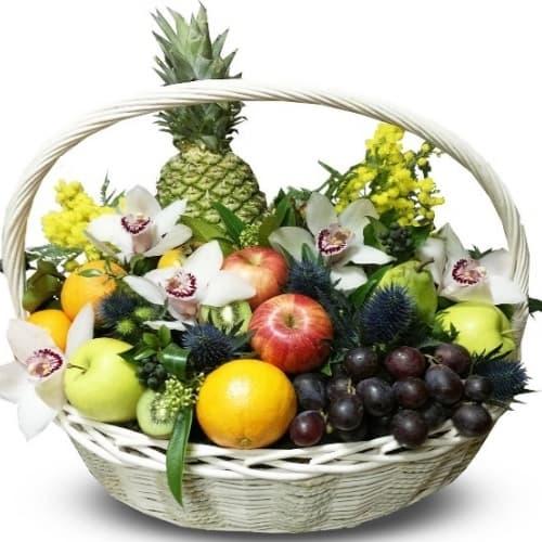 """Подарочная корзина с фруктами и цветами """"Прелесть"""""""