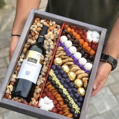 Ящик с орехами и сухофруктами №5