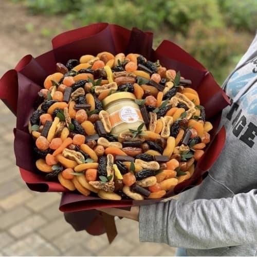 Букет из орехов и сухофруктов №1