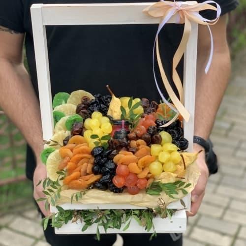 Ящик с орехами и сухофруктами №3