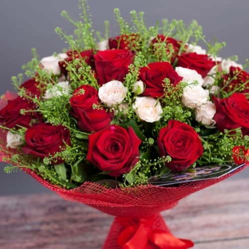 """Букет из кустовых роз """"Зара"""""""