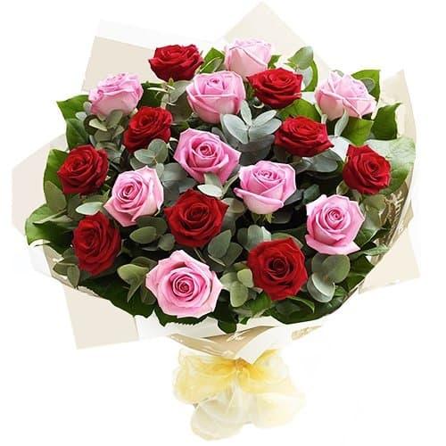 """Букет из алых и розовых роз """"Джозефа"""""""