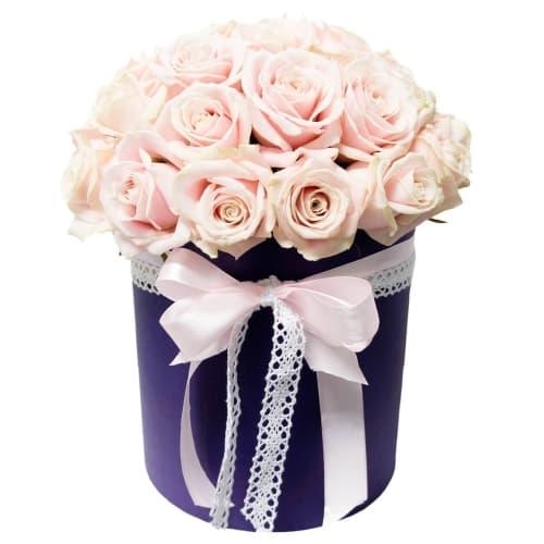 """Розы шляпной коробке """"Легкое прикосновение"""""""