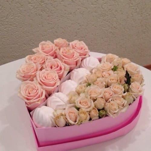 Коробка с цветами и зефиром №1