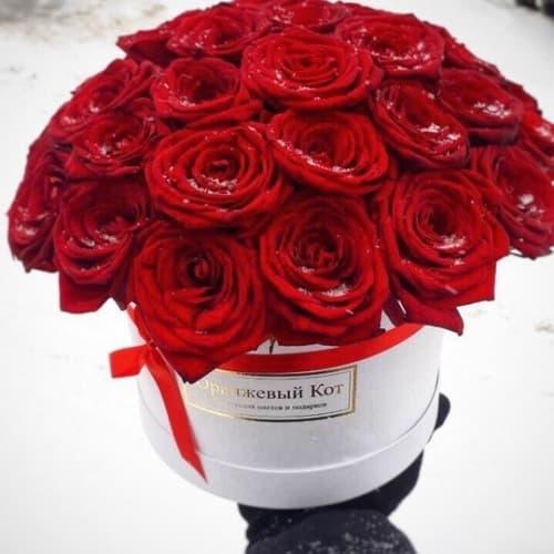 """Красные розы в шляпной коробке """" Буйство чувств"""""""