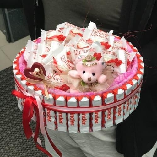 Торт из киндеров и конфет c игрушкой