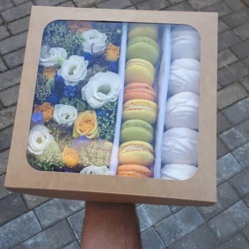 Цветы, зефир и макаронс