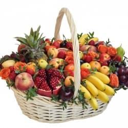 """Подарочная корзина с фруктами и цветами """"Фруктовый рай"""""""