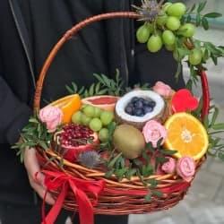 """Корзина с фруктами """"Вкусный сюрприз"""""""
