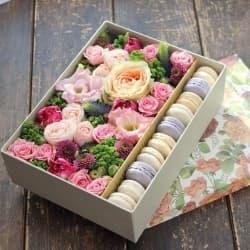 Цветы и макаронс №1