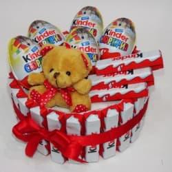 Сердце из киндер-сюрпризов и шоколадок Kinder