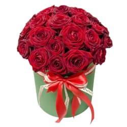 """35 красных роз в шляпной коробке """"Алые паруса"""""""