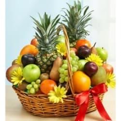 """Подарочная корзина с фруктами """"Яркие краски"""""""