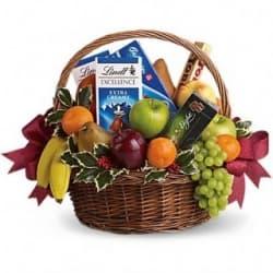 """Подарочная корзина с фруктами и сладостями """"Знак внимания"""""""