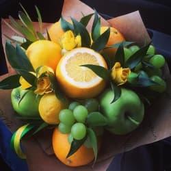 """Букет из фруктов """"Яркий лучик """""""