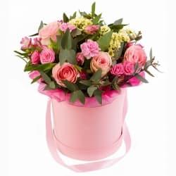 """Цветы в шляпной коробке """"Самой яркой звездочке"""""""