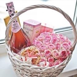Корзина с цветами и сладостями №12